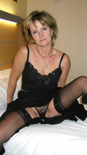 amateur mature exhibitionist