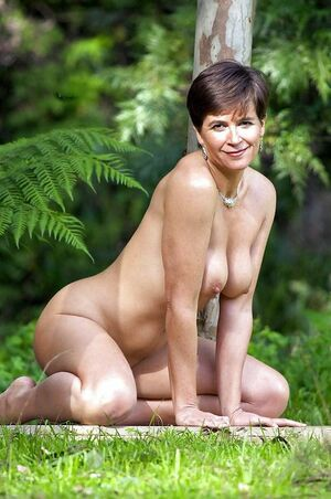 hairy mature pussy spread