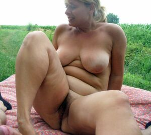 nude mature grannies