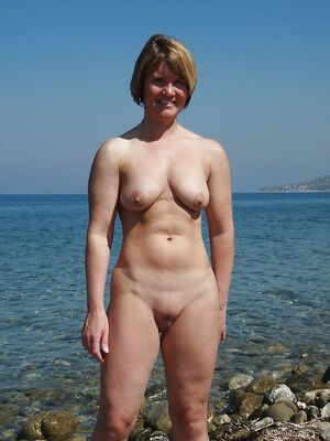 naked mature mom