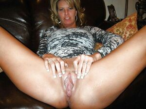 mature mom hairy pussy