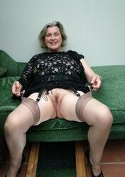Granny nude busty Oma Granny